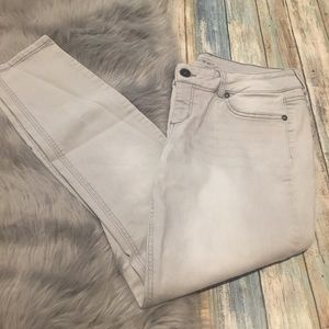 Gray wash ankle jeans (short)